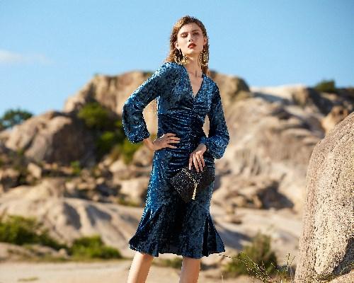 卡米莉亚女装 | 当秋天与蓝色相遇……
